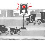 Googleのロゴが信号機に?8月5日は「世界初の電気式信号機設置101周年」だそうです。